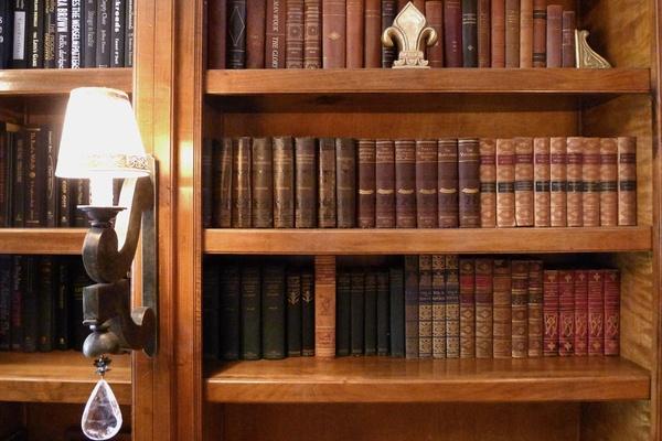Hotel Les Mars library, Healdsburg, California