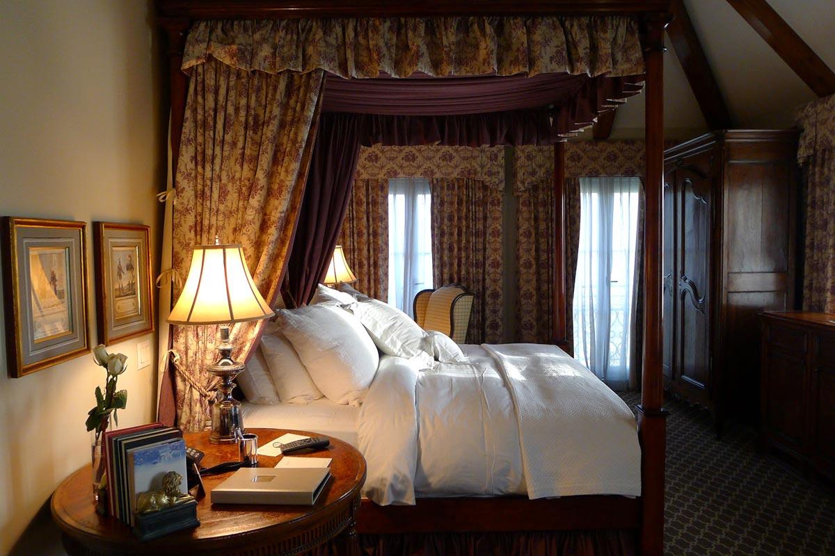 Hotel Les Mars room, Healdsburg, California