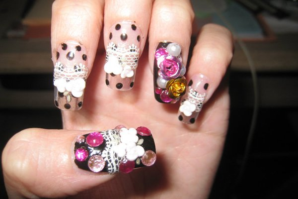 "<p>A little bit of everything. Photo: <a title=""LUUUX"" href=""http://www.luuux.com/health-beauty/japanese-nail-art-2"" target=""_blank"">LUUUX</a></p>"