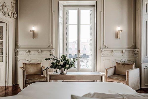 Queen's Suite at Verride Palacio Santa Catarina