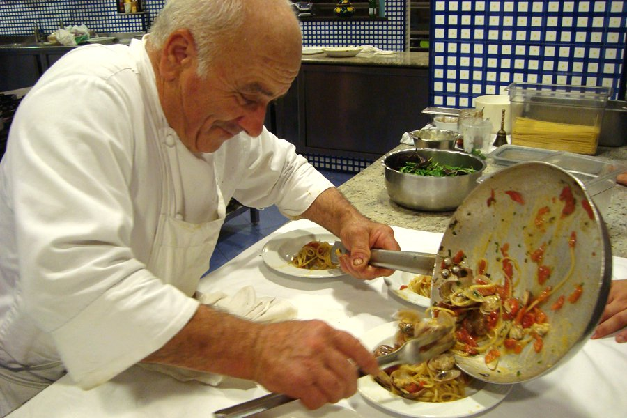 Antonino, one of the beloved chefs, making spaghetti alle vongole macchiato.