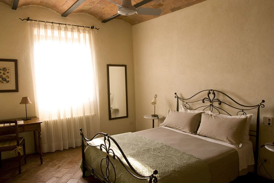 Leccino Apartment - The Master Bedroom