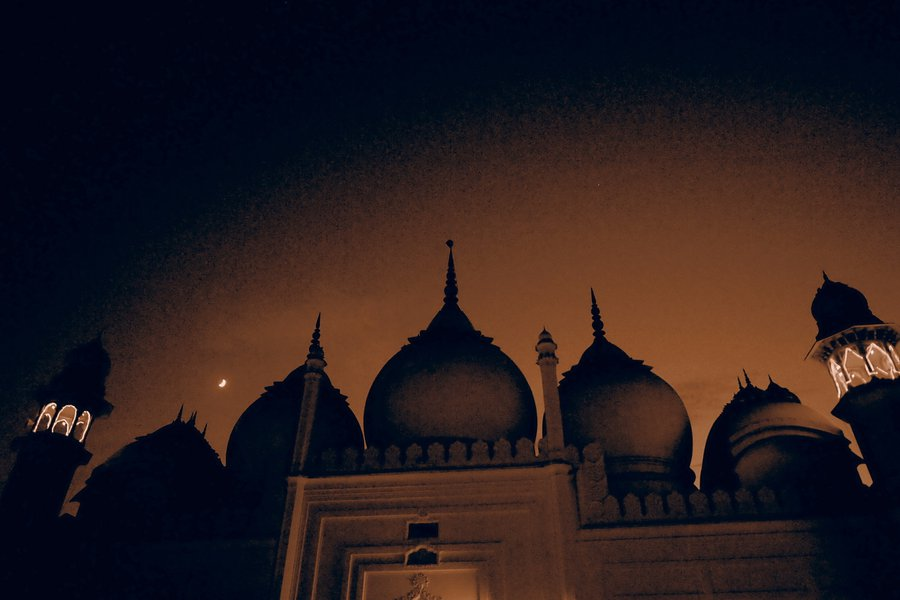 They say the domes of this mosque in Upper Court City in Aligarh contain 600 kilos of gold.