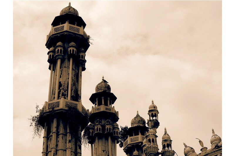 There are said to be more than 400 gorgeous and intricate domes on top of this tiny mosque in Aligarh, North India.