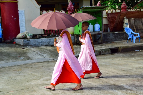 Yagon Female Monks