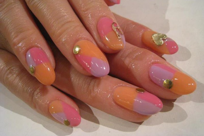 "<p>Tropical hued nails. Photo: <a title=""Yuko Kamikatahira"" href=""https://www..com/photo.php?fbid=419211411427261&set=a.208689325812805.67316.100000152166924&type=3&theater"" target=""_blank"">Yuko Kamikatahira</a></p>"