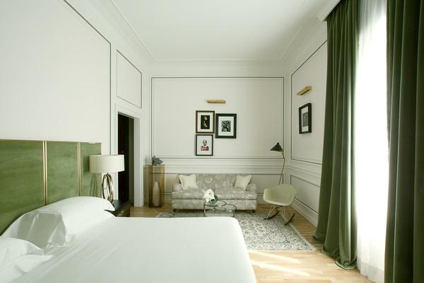 Green room in suite