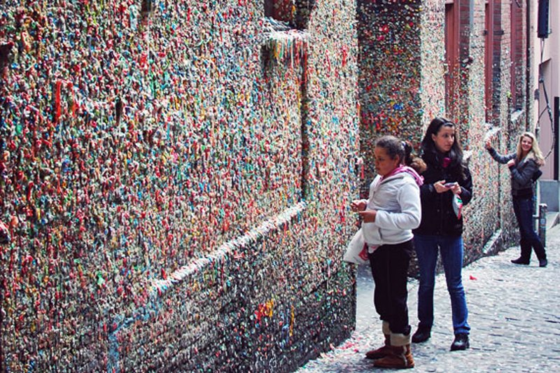 "Market Theater Gum Wall. Photo: <a title=""Shauna Haider"" href=""http://nubbytwiglet.com/2011/04/02/the-week-in-pictures-4-2-11/"" target=""_blank"">Shauna Haider</a>"