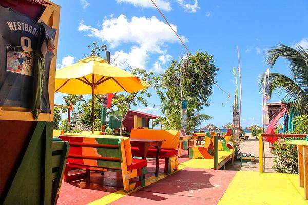Sunshines Beach Bar & Grill Nevis