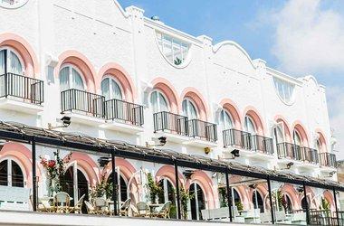 Ravesi's Hotel