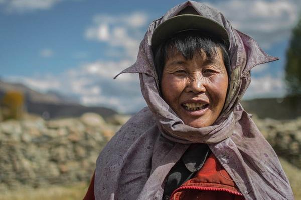 Tibetan lady scarf ears