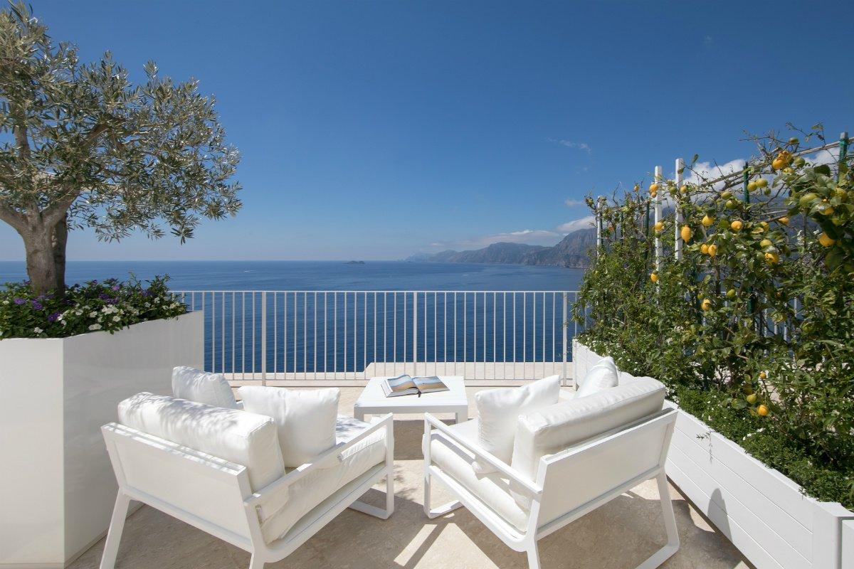 Casa Angelina deck with sea views