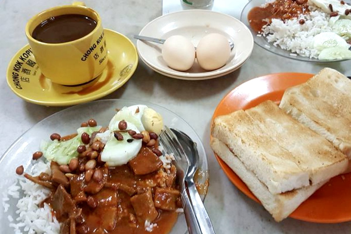 Have curry for breakfast at Chong Kok Kopitiam.