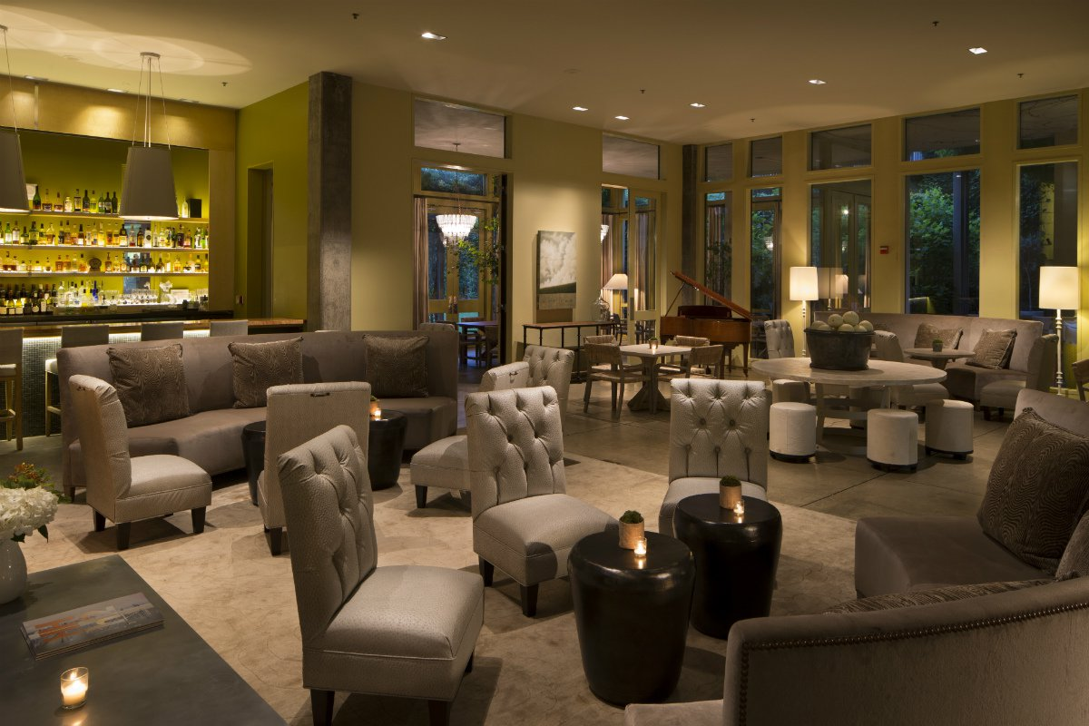 Lobby and bar at Hotel Healdsburg