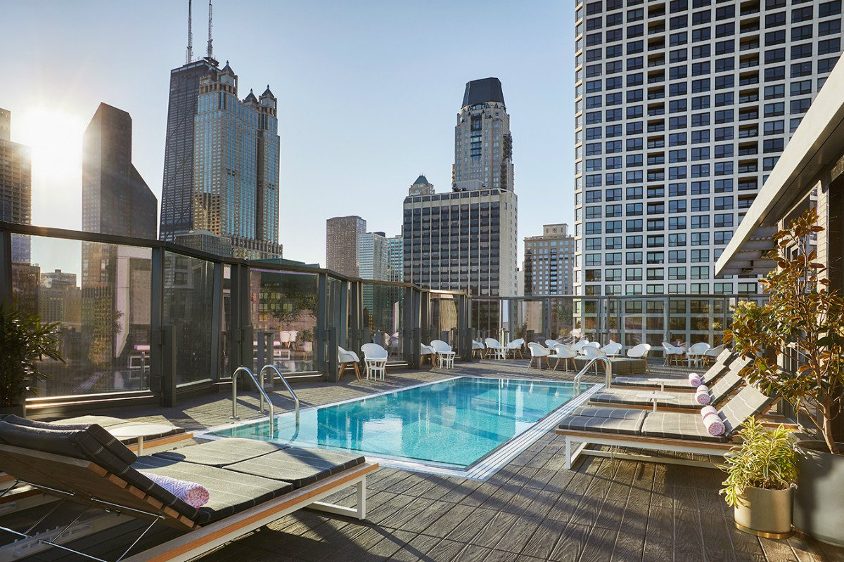 rooftop pool and lounge deck at Viceroy Chicago