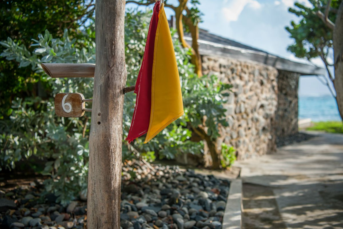 A clever flag system for guests and service staff to communicate.