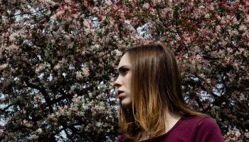 """Soccer Mommy Shares """"Inside Out"""" Video In Feature With Stereogum"""