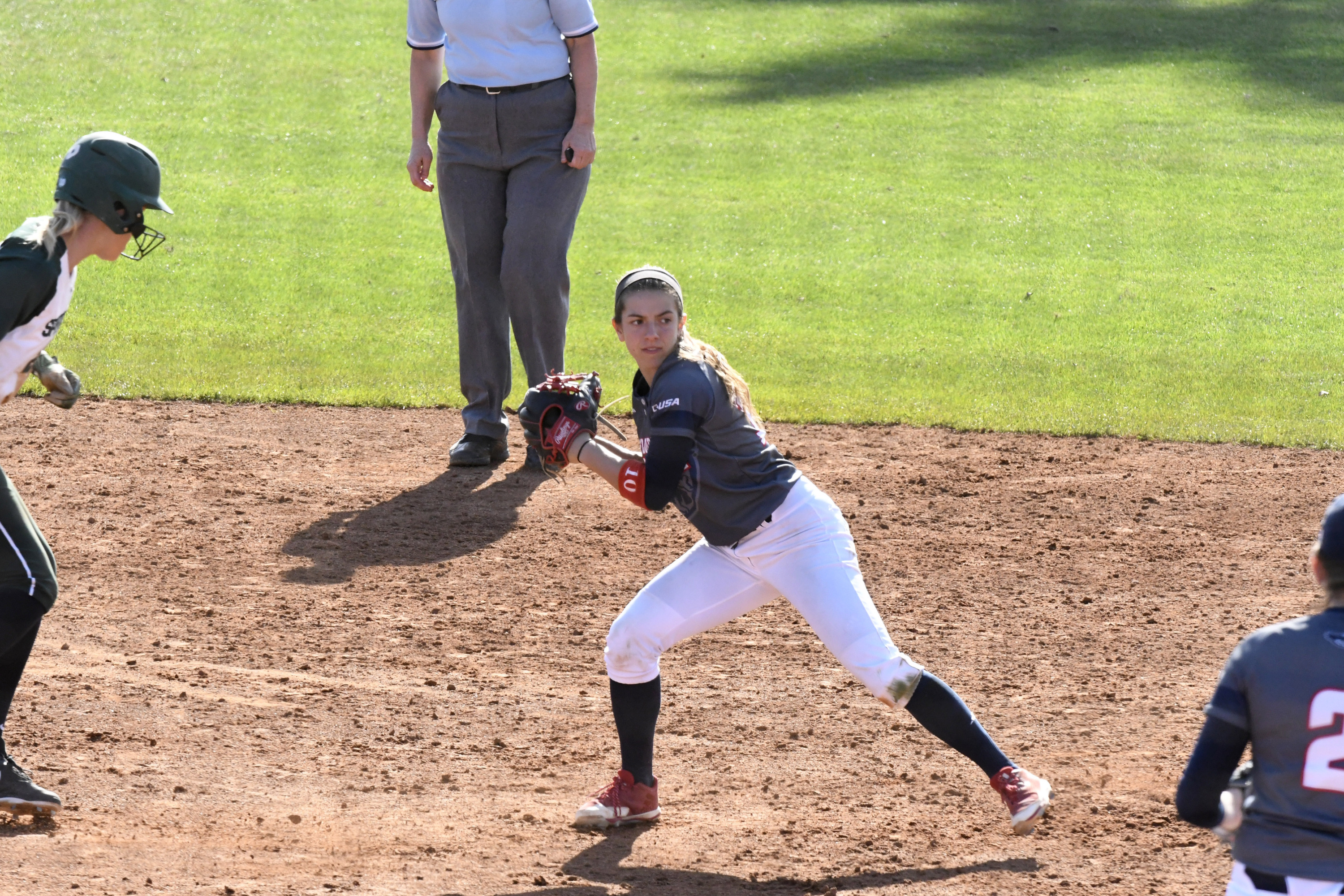 Samantha Lageyre and the Owls head to New Mexico State and UTEP.