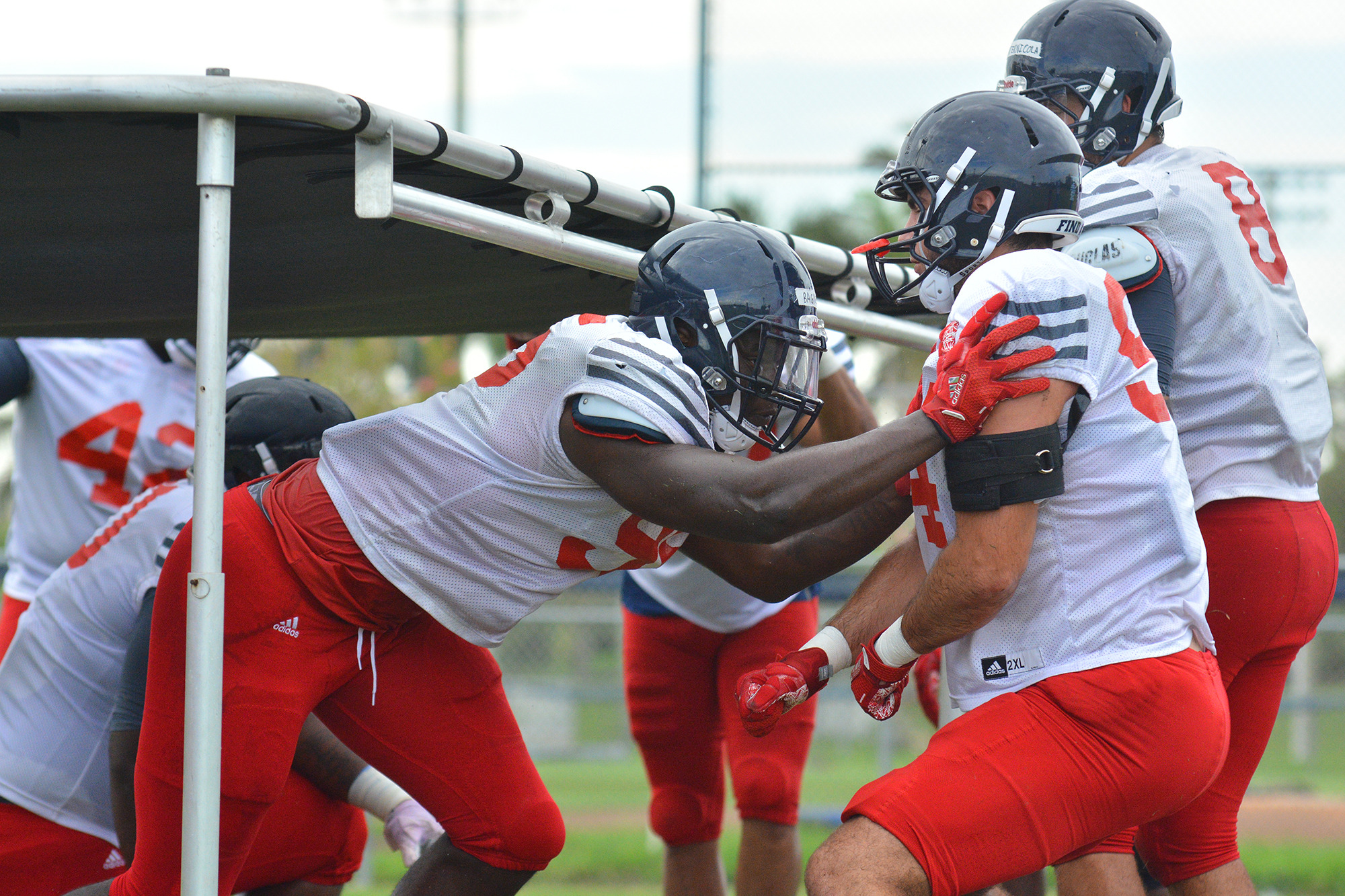 Tuesday S Fau Football Practice The First In Full Pads Florida
