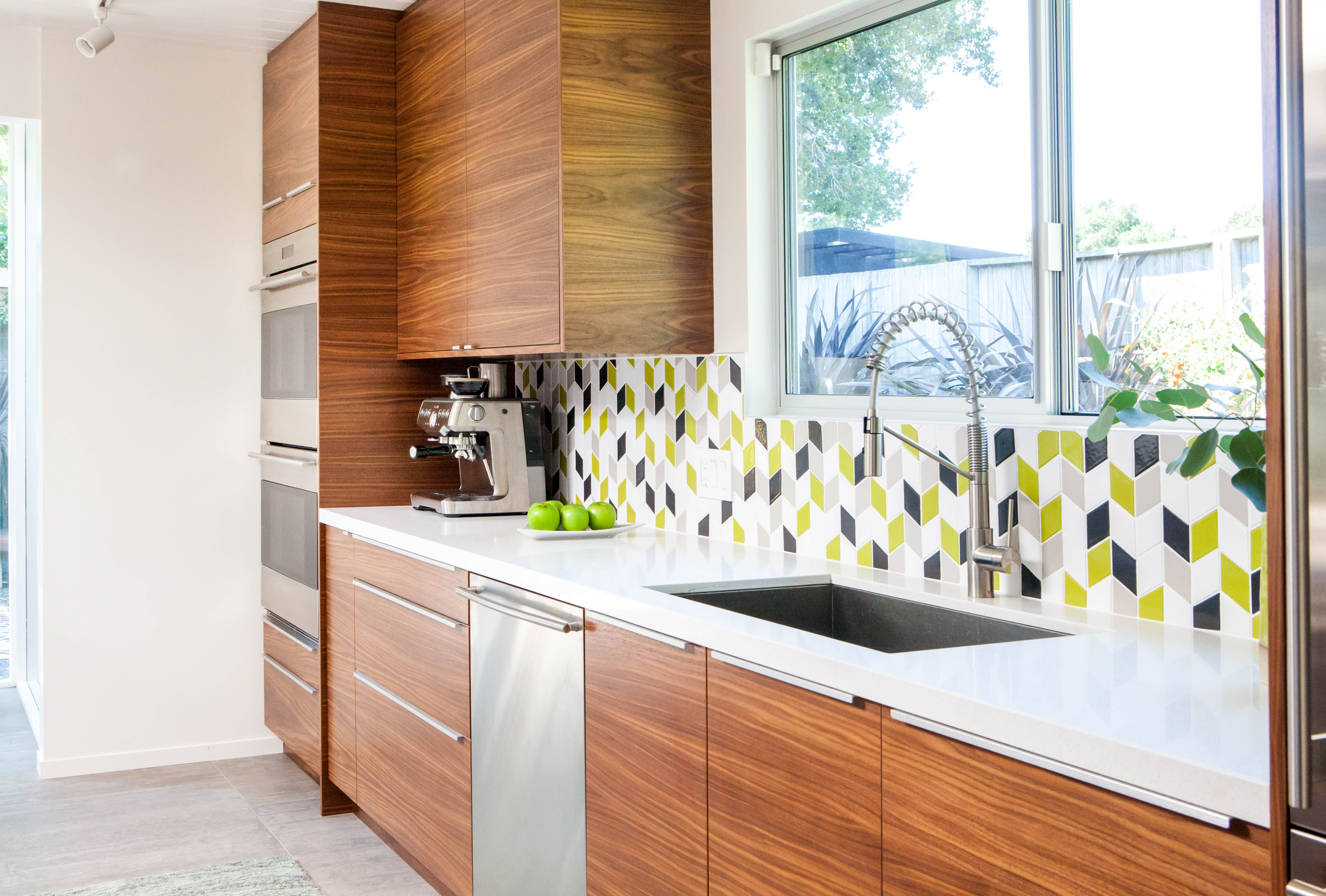 2017_Q3_image_residential_Destination_Eichler_kitchen_backsplash_bar_tile_mosaic_small_diamond_stitch_white_wash_dolomite_akoya_chartreuse.jpg?mtime=20180918134638#asset:409863