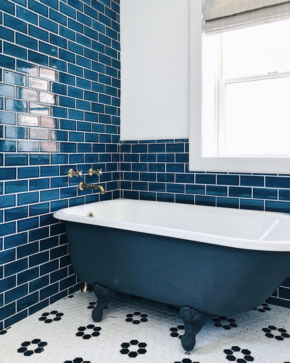 2017_Q4_image_lo_res_influencer_bright_bazaar_bathroom_wall_floor_tile_3x6_adriatic_sea_mosaic_hexagon_2_white_wash_navy_blue_1.png?mtime=20190205212459#asset:435786