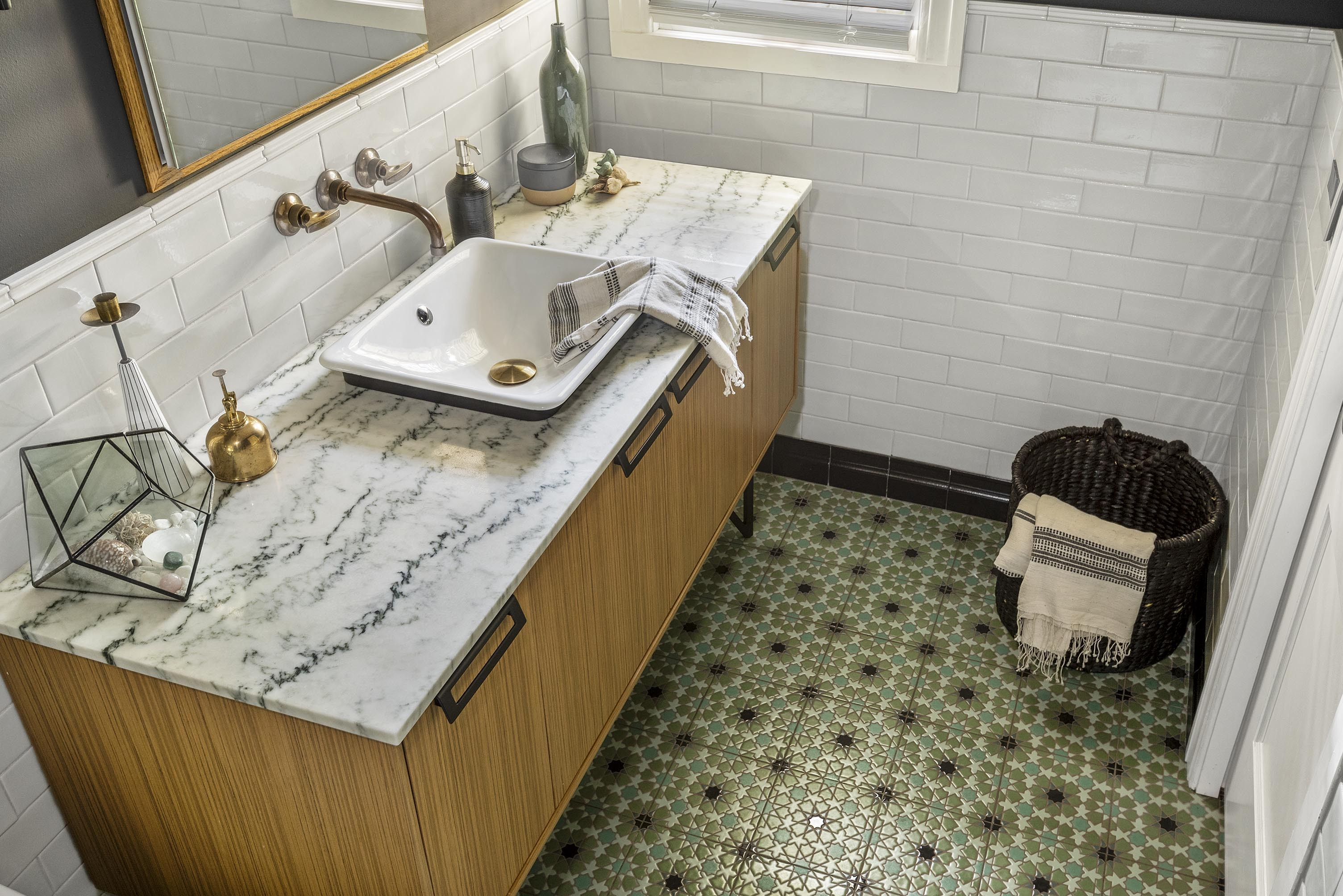 2017_q2_RIGHTS_img_residential_web_hi_res_Rickie_Agapito_AO_Fotos_brooke_eversoll_bee_studios_ceramic_handpainted_bathroom_floor_elephant_star_8x8_cool_motif_FC193469_32.mp46.jpg?mtime=20181016115528#asset:420512