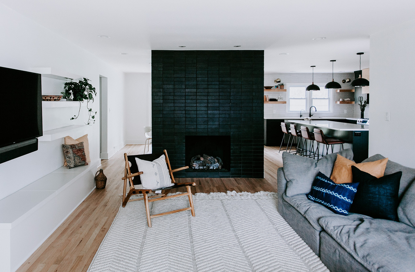 2018_Q1_Img_Residential_Hi_res_Brass_Tacks_KC_Molly_Jarvis_Designer_Erin_Hasset_Photographer_fireplace_brick_Black_hills_straight_stack_black_grout_living_room_glazed_edge_trim_standard_corner_kitchen_white_mountains_FC-214824.jpg?mtime=20181105163438#asset:424507