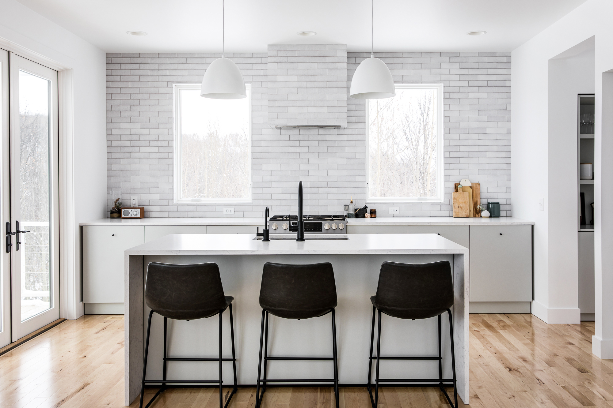 Megan Gilger's kitchen features our Glazed Thin Brick in White Mountains