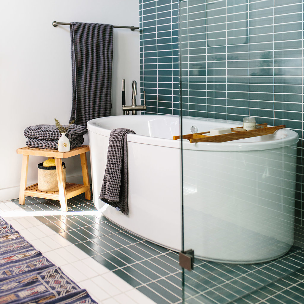 2 x 8 tiles in Flagstone and Sugar create a mid-century vibe in this spa-like bathroom.