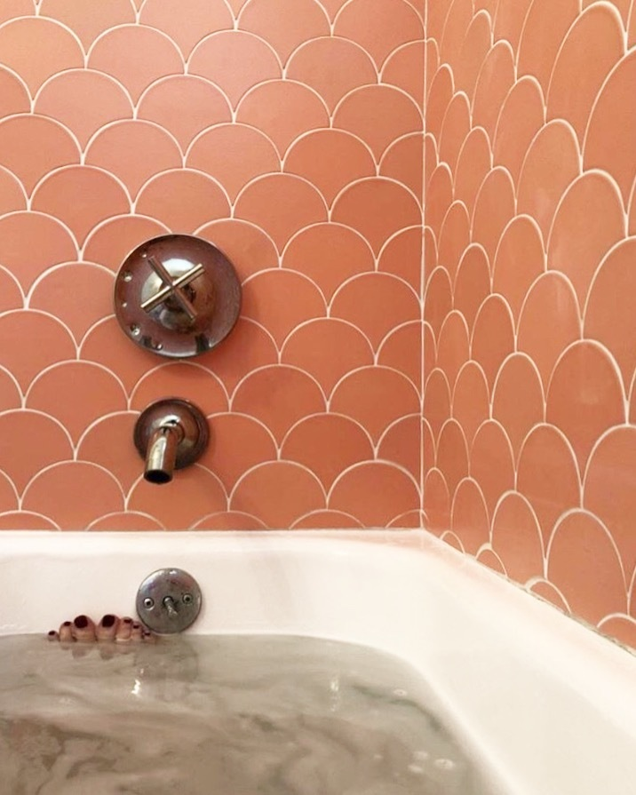 2018_Q1_image_residential_lo_res_Instagram_FloraPop_bathroom_tile_walls_tub_surround_ogee_drop_stilbite.JPG?mtime=20181106151249#asset:424643