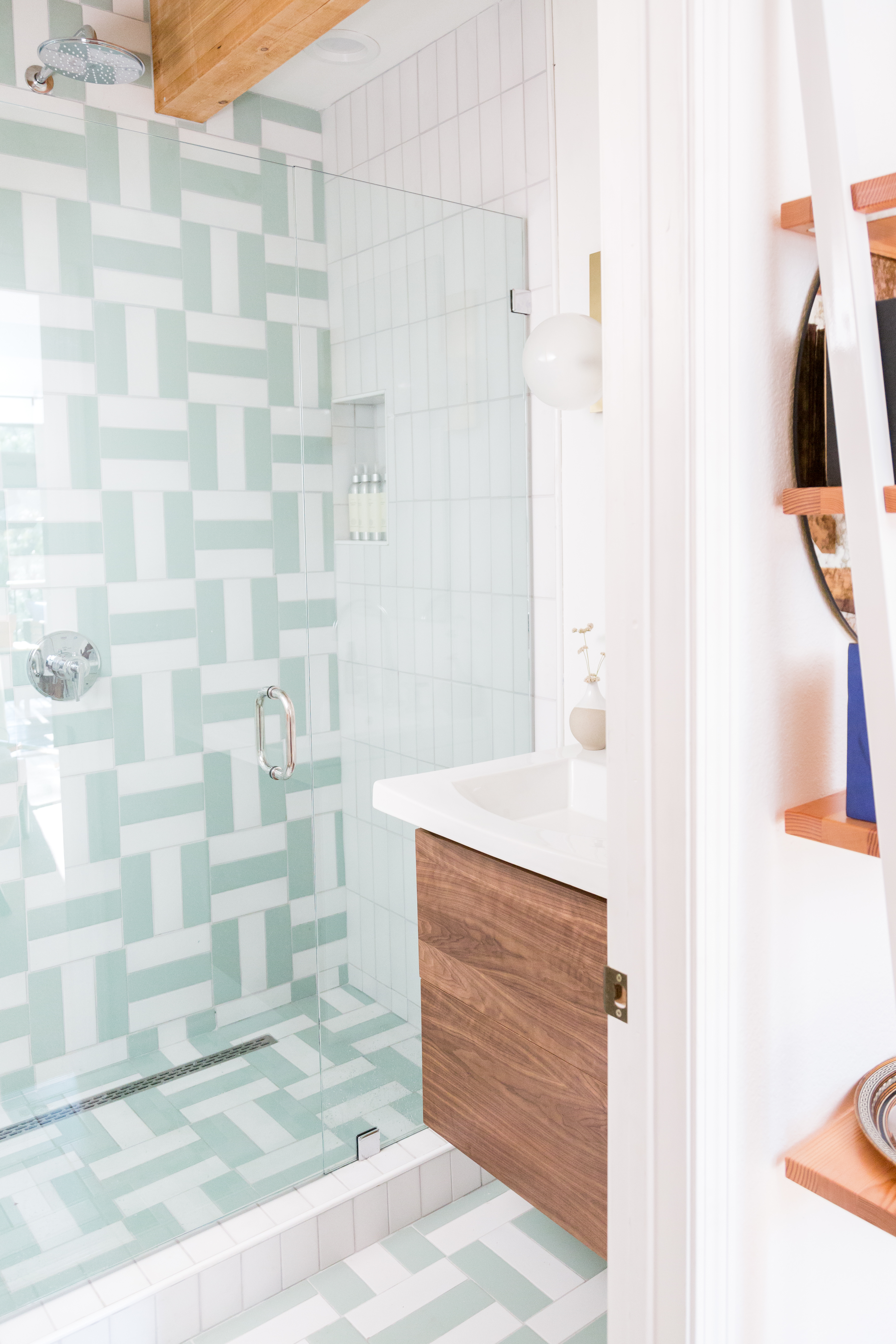 2018_Q3_image_residential_influencer_Kitchy Kitchen_Claire_Thomas_bathroom_wall_floor_tile_parquet_straight_set_daisy_sea_glass_3x9_master_bath_full_2?  ...