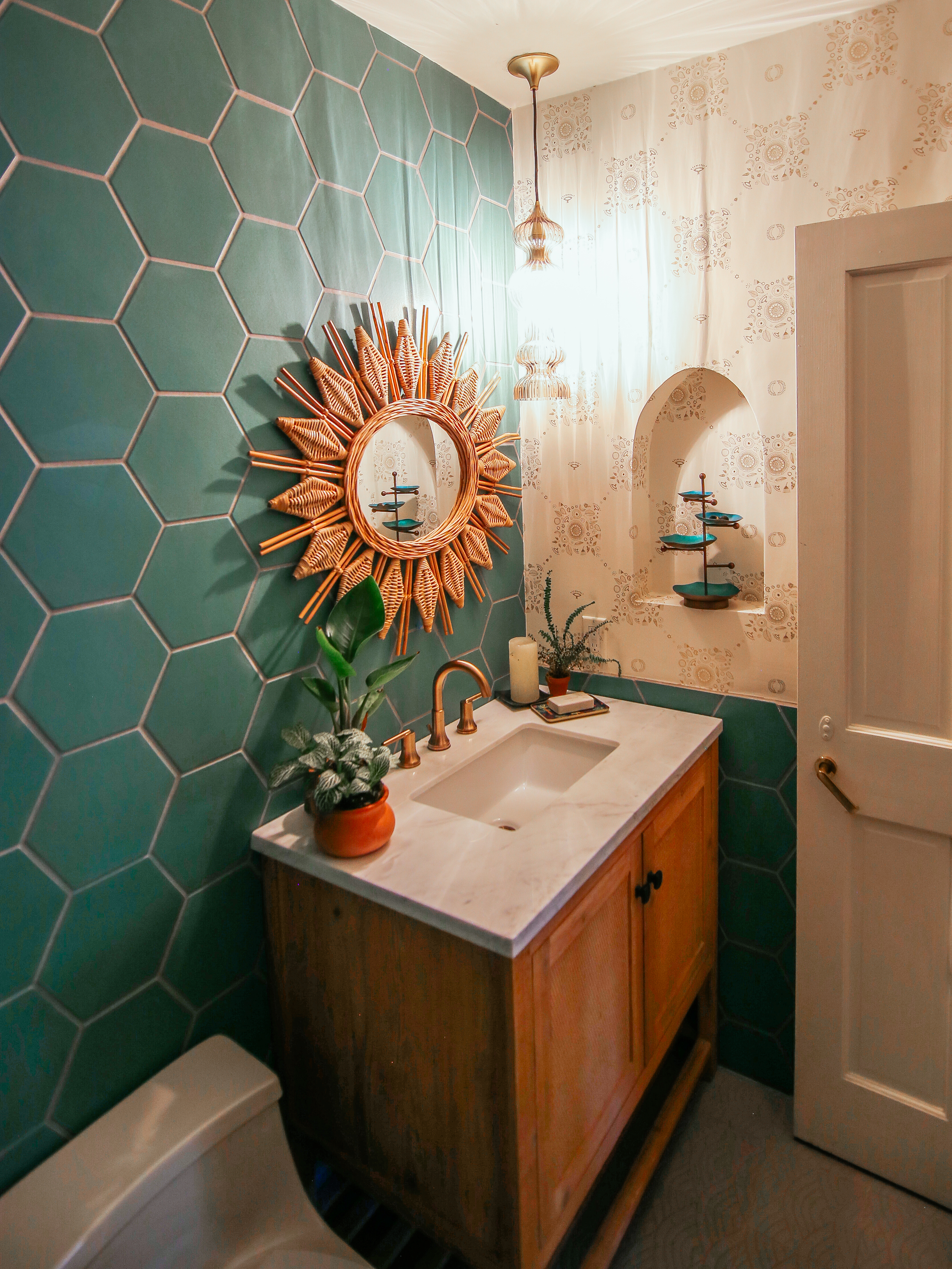 2018_Q3_image_residential_influencer_full_rights_Justina-Faith-Blakeney_parents_condo_guest_bathroom_wall_tile_hexagon_8_tidewater_floor_handpainted_summit_neutral_motif_wainscot_detail.jpg?mtime=20181015122318#asset:421483