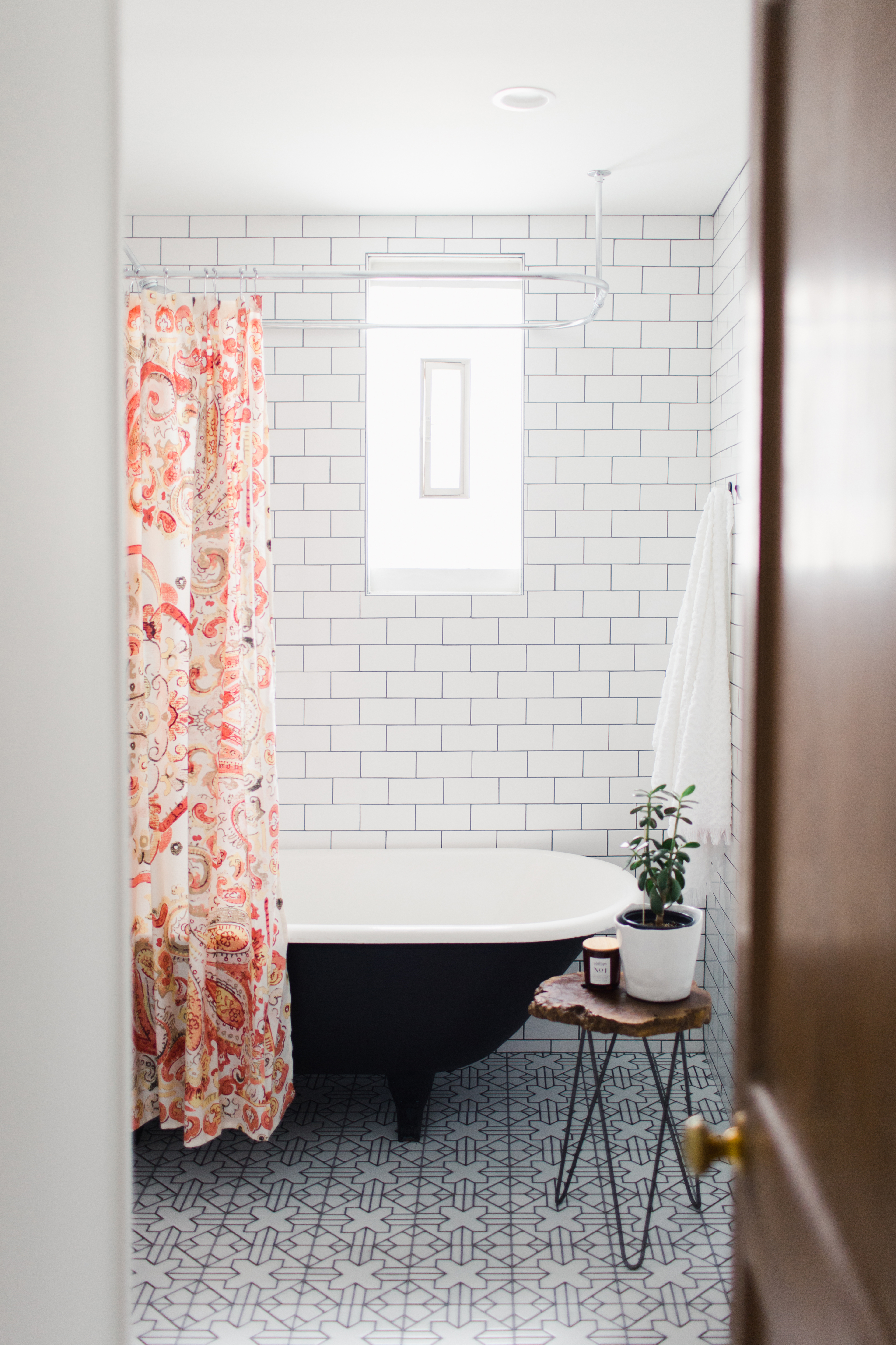 3x6 Subway Tiles in White Wash with Kasbah Trellis in Neutral Motif