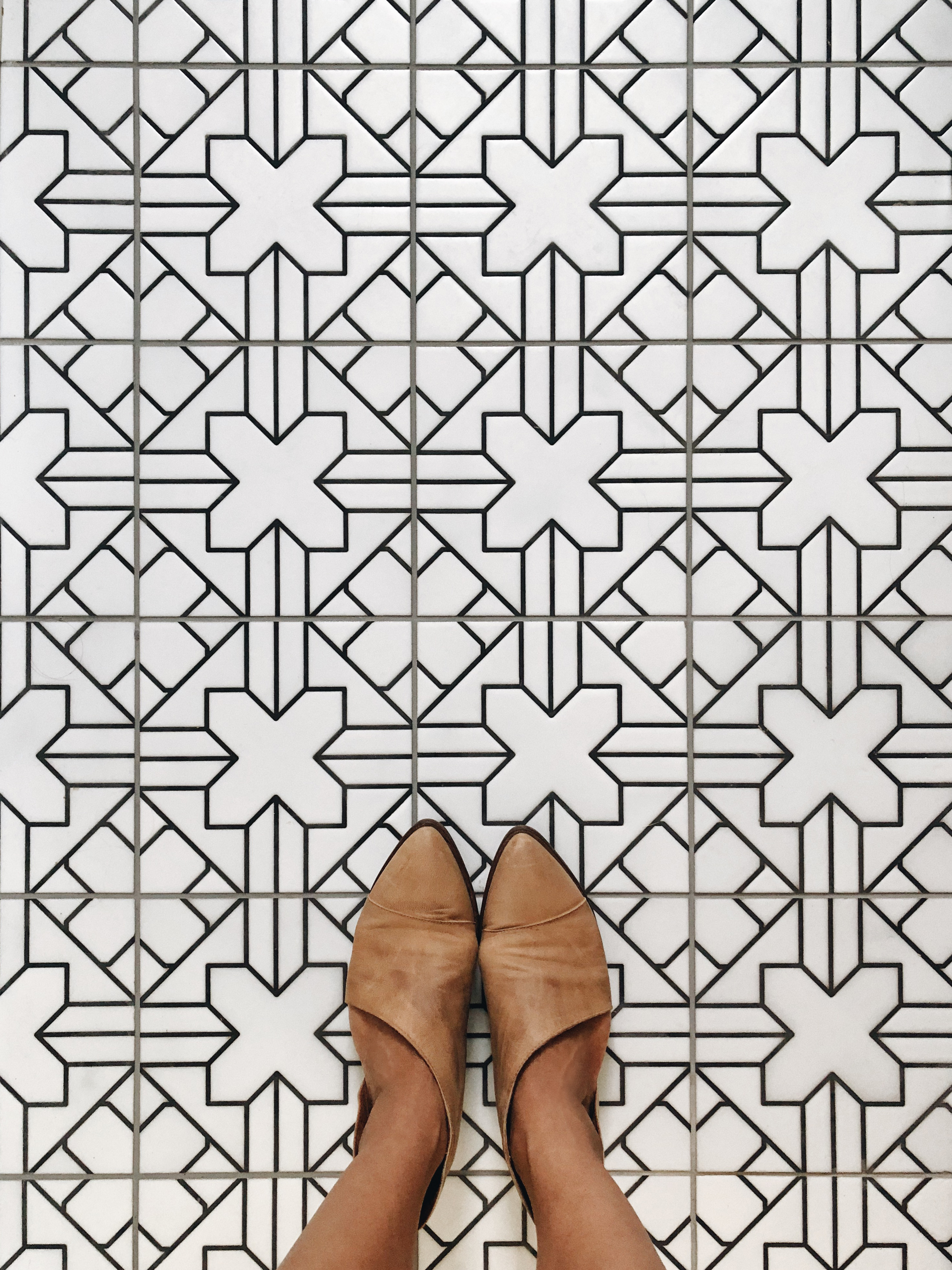 2018_Q4_image_hi_res_full-rights_influencer_Patty-Wagner_bathroom_floor_handpainted_tile_kasbah_neutral_motif_with_feet_detail_FC-232655.jpg?mtime=20181023093048#asset:422733