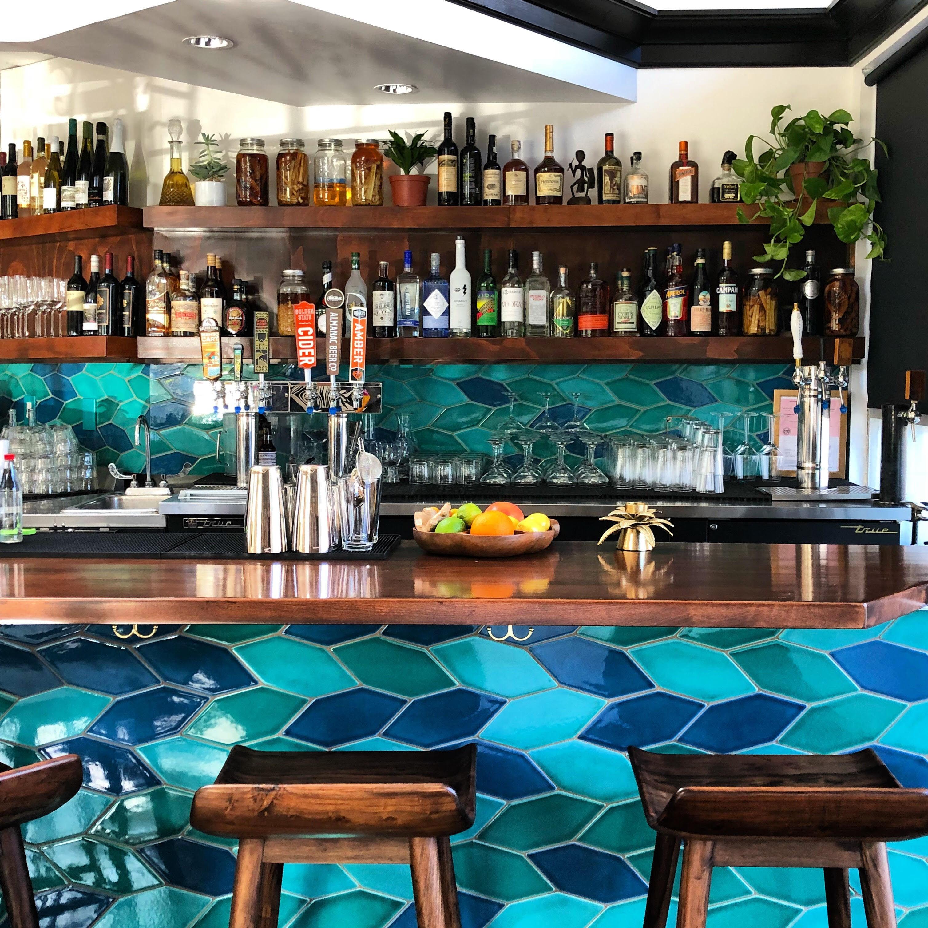 2018_img_RIGHTS_fob_kitchen_oakland_restaurant_bar_commercial_picket_braid_blend_bora_bora_adriratic_sea_naples_blue_FC224242_B.jpg?mtime=20181205162521#asset:428078
