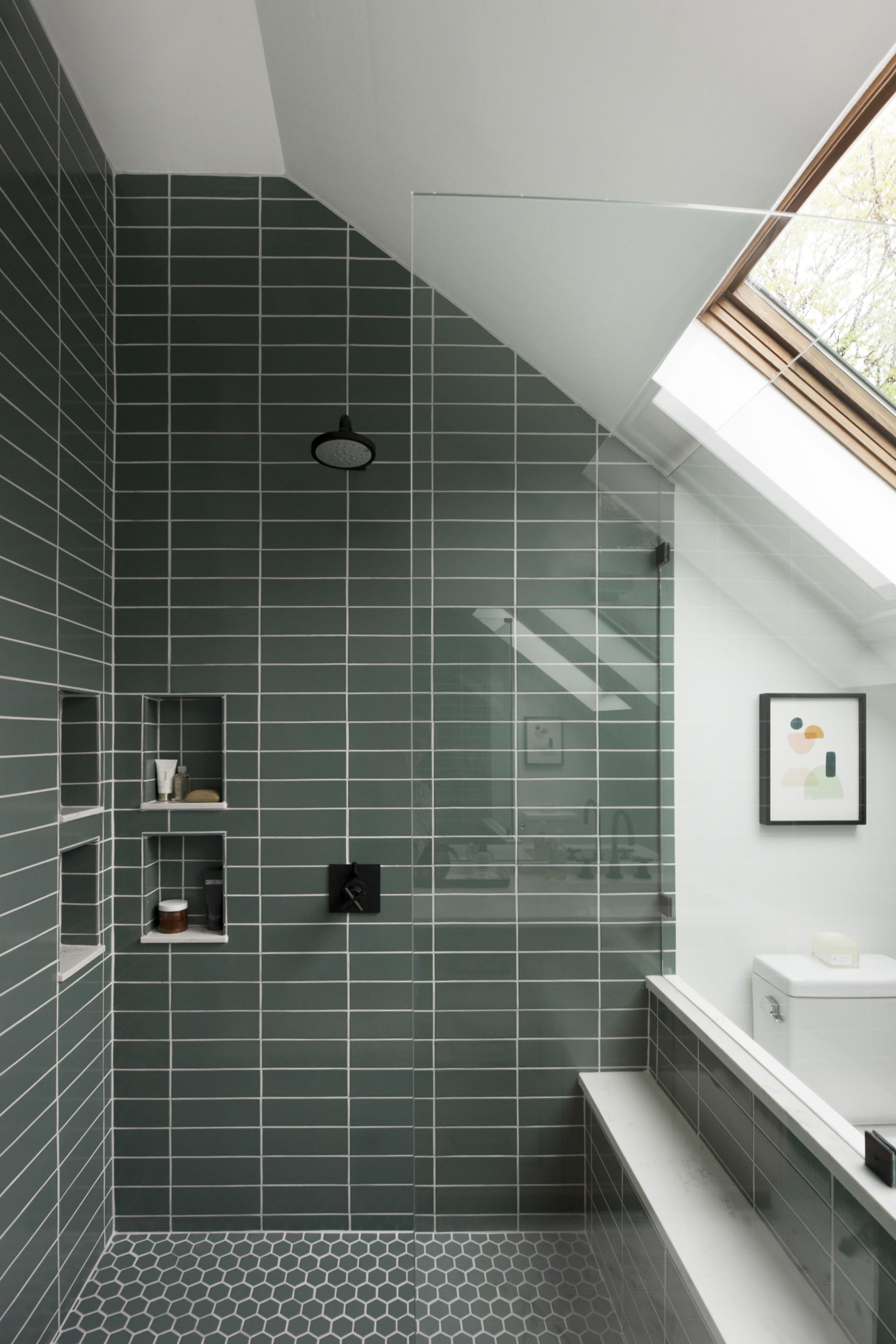 2018_img_residential_RIGHTS_haywoodmade_interiors_petra_ford_paper_and_plate_photography_bathroom_shower_surround_pan_floor_straight_stack_flagstone_3x9_ceramic_glazed_edge_trim_mosaic_222_hex_FC251851_3.jpg?mtime=20190607155420#asset:456452