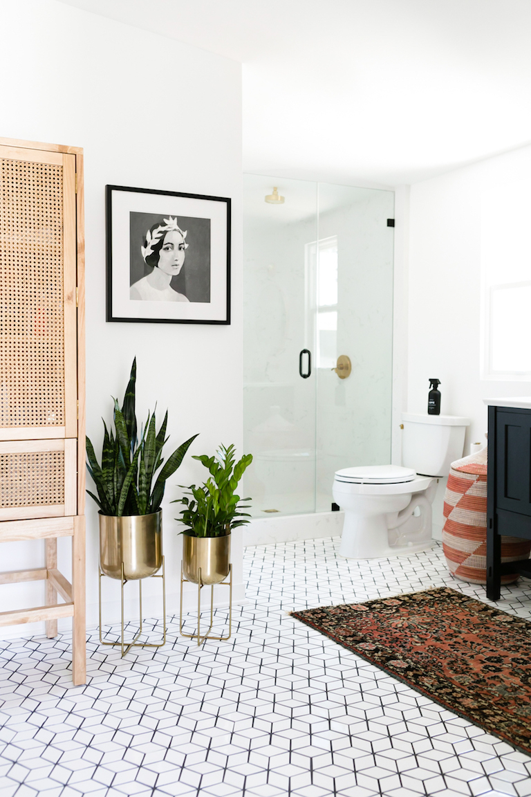 BLOG-2017_Q2_image_residential_Jaclyn_Johnson_Create_Cultivate_Monica_Wang_Photo_bathroom_floor_tile_mosaics_small_diamonds_white_wash_3.jpg?mtime=20190417121222#asset:448489