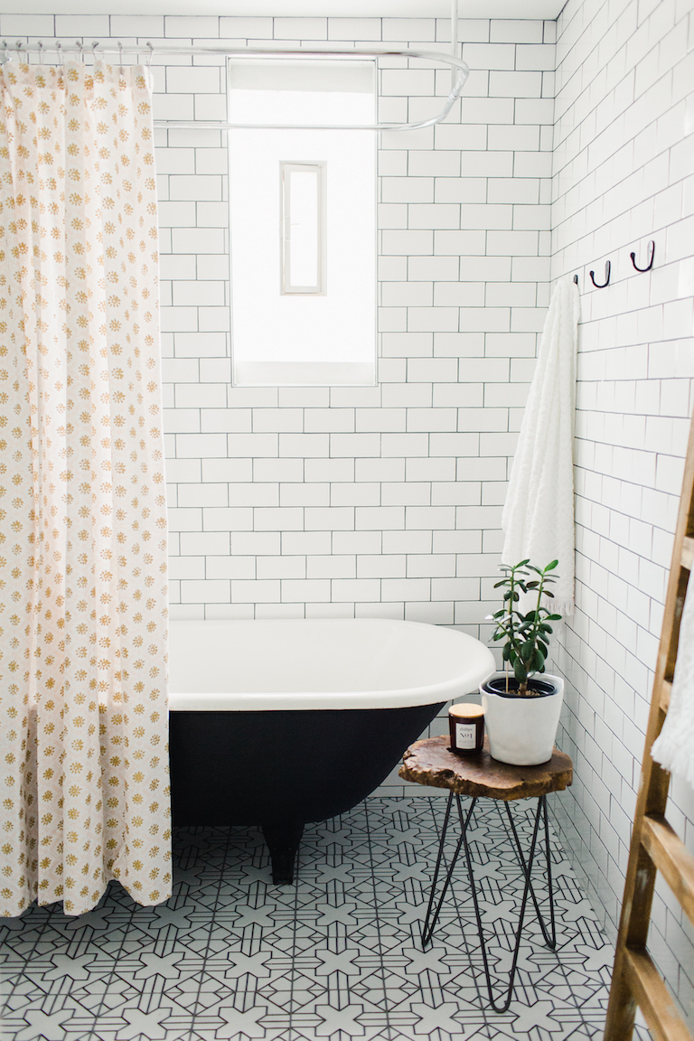 BLOG-2018_Q4_image_hi_res_full-rights_influencer_Patti-Wagner_bathroom_floor_handpainted_tile_kasbah_neutral_motif_wall_3x6_subway_white_gloss_full_8_FC-232655.jpg?mtime=20190417121234#asset:448497