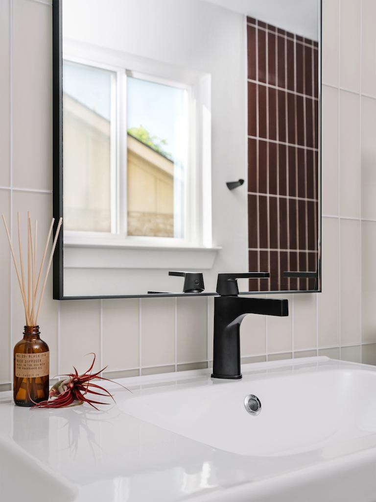 BLOG-2019_Q2_image_residential_full-rights_influencer_design_photo_chase-daniel_bathroom_shower_walls_glass_pheasant-matte_sparrow-matte_3x12_floor_tile_3x12_halite_vertical_straight-set_sink_detail_FC-263094_FC-263091.jpg?mtime=20190508154615#asset:451614