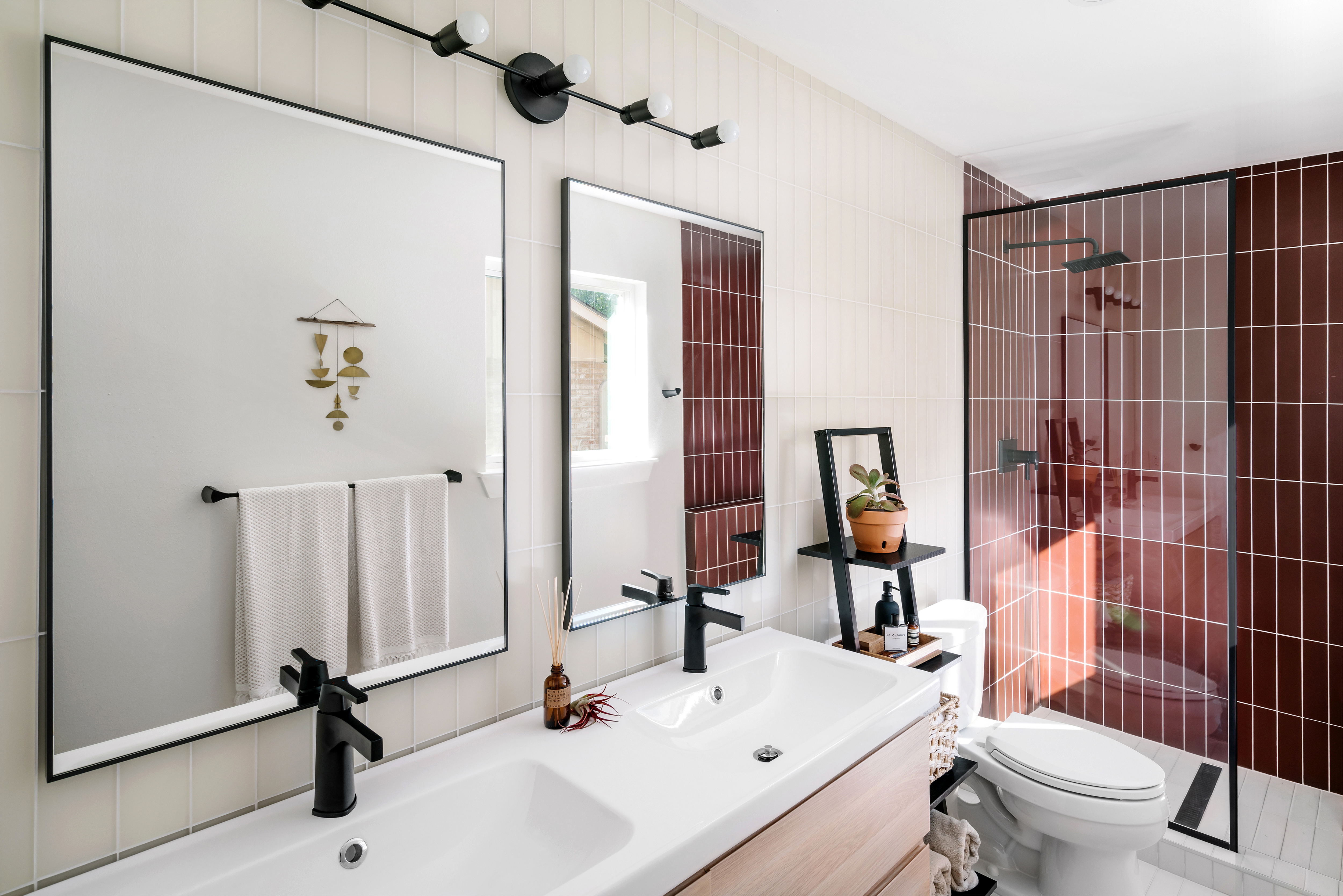 BLOG-2019_Q2_image_residential_full-rights_influencer_design_photo_chase-daniel_bathroom_shower_walls_glass_pheasant-matte_sparrow-matte_3x12_floor_tile_3x12_halite_vertical_straight-set_sink_vanity_FC-263094_FC-263091.jpg?mtime=20190508154748#asset:451618