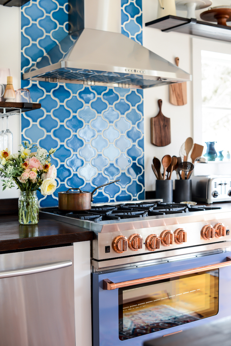 This airy Nantucket kitchen's main feature is a dreamy Aegean Sea backsplash in our sinuous Paseo pattern.