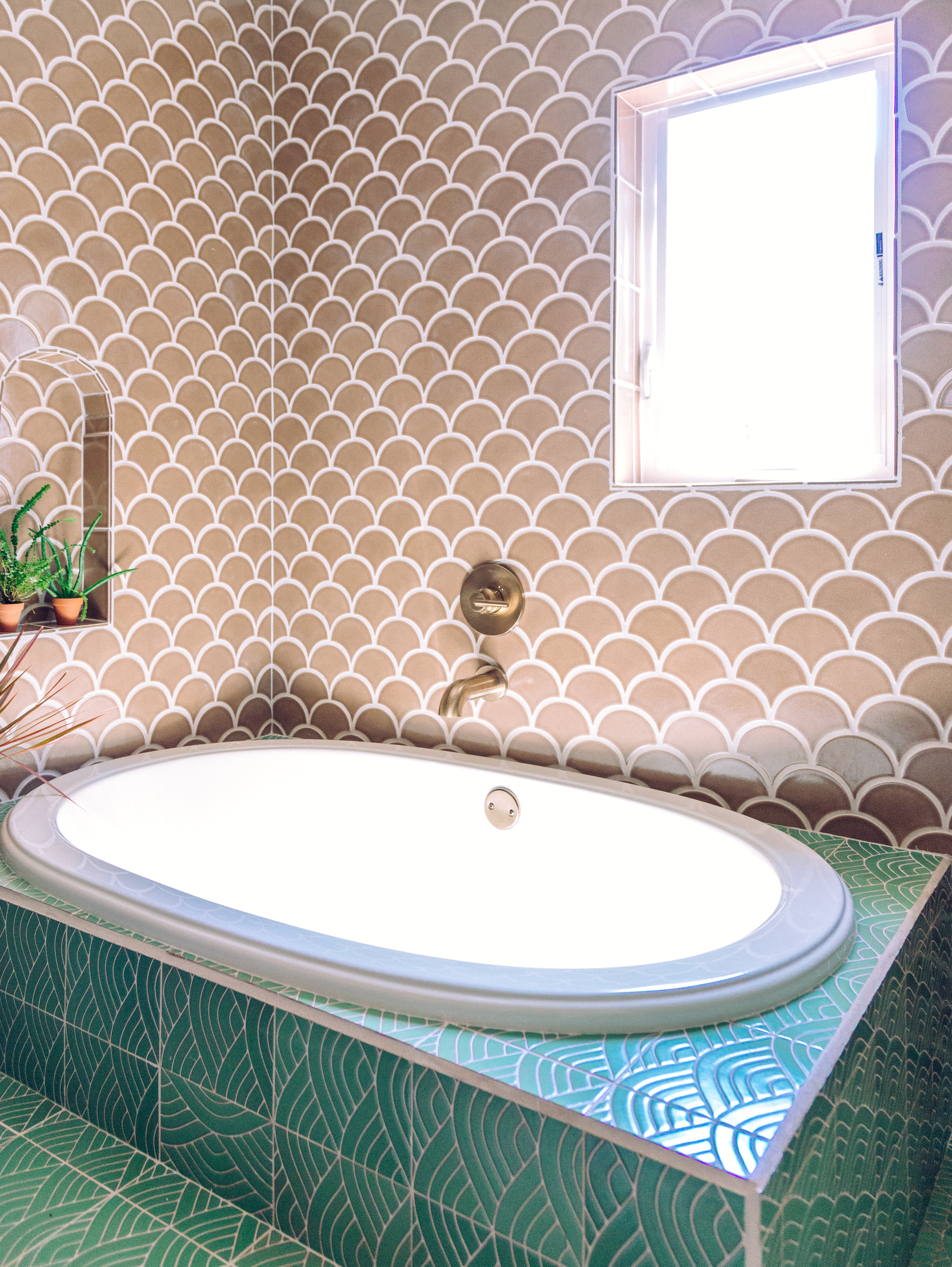 Q3_2018_image_residential_influencer_full-rights_Justina_Faith_Blakeney_parents_condo_masterbath_wall_niche_tile_nutmeg_ogee_drop_floor_handpainted_summit_green_motif_tub_surround_full.jpg?mtime=20181008111004#asset:420149