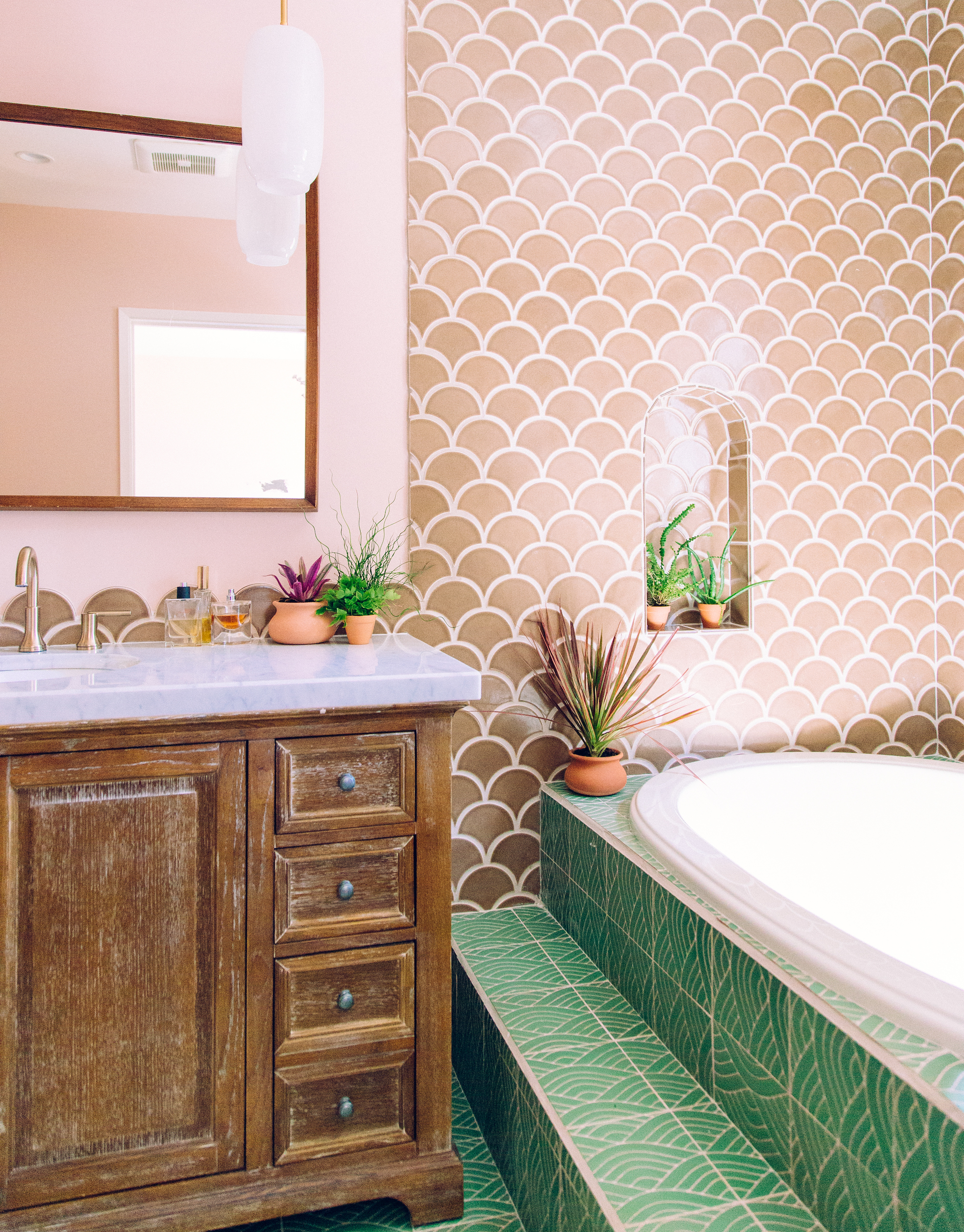 Q3_2018_image_residential_influencer_full-rights_Justina_Faith_Blakeney_parents_condo_masterbath_wall_niche_tile_nutmeg_ogee_drop_floor_handpainted_summit_green_motif_tub_surround_full_2.jpg?mtime=20181017115109#asset:421996