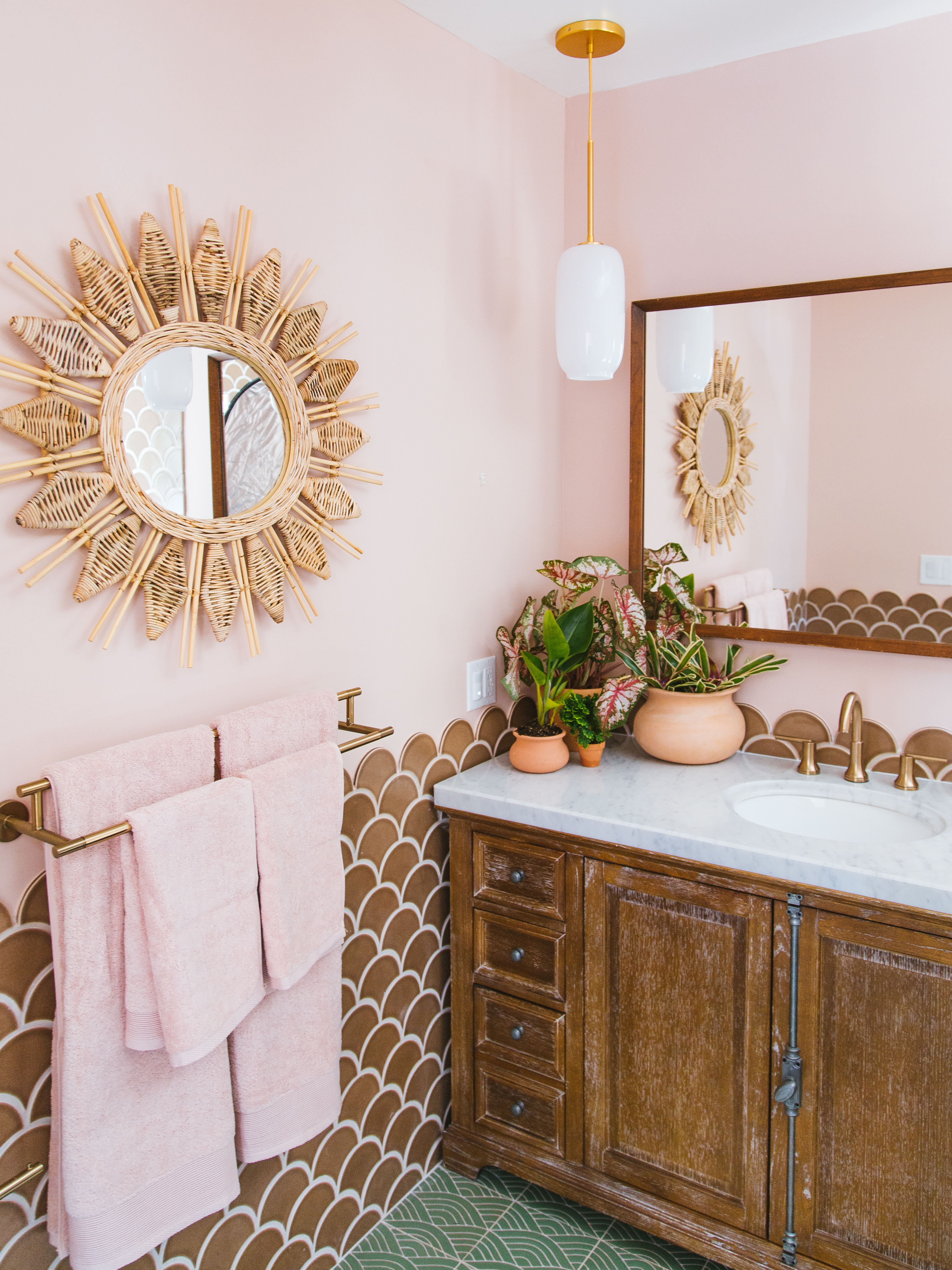 Q3_2018_image_residential_influencer_full-rights_Justina_Faith_Blakeney_parents_condo_masterbath_wall_tile_nutmeg_ogee_drop_floor_handpainted_summit_green_motif_vanity_detail.jpg?mtime=20181008111308#asset:420151