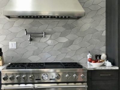 Ultra Cream Patine Picket Backsplash
