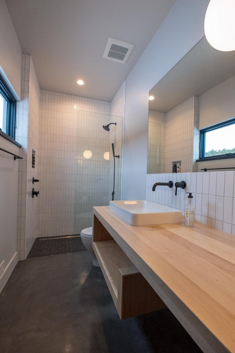 blog-2018_q4_hi_res_rights_FC239163_pam_matt_mcgrogan_ceramic_bathroom_shower_surround_walls_white_wash_2x6_foundations_straight_stack_vertical_carbon_escher_shower_pan_vanity_1.jpg?mtime=20190418164807#asset:448806