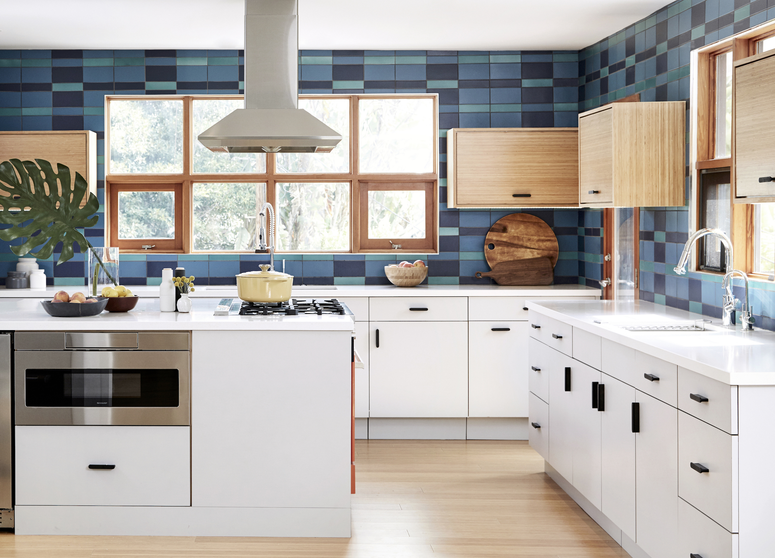 2017_q4_img_hi_res_rights_residential_the_niche_home_jenna_Peffley_photo_ceramic_kitchen_backsplash_plaid_peacock_2x8_4x8_fluorite_2x8_4x8_blue_velvet_2x8_4x8_blend_FC207276_1.jpg?mtime=20181029151929#asset:423579