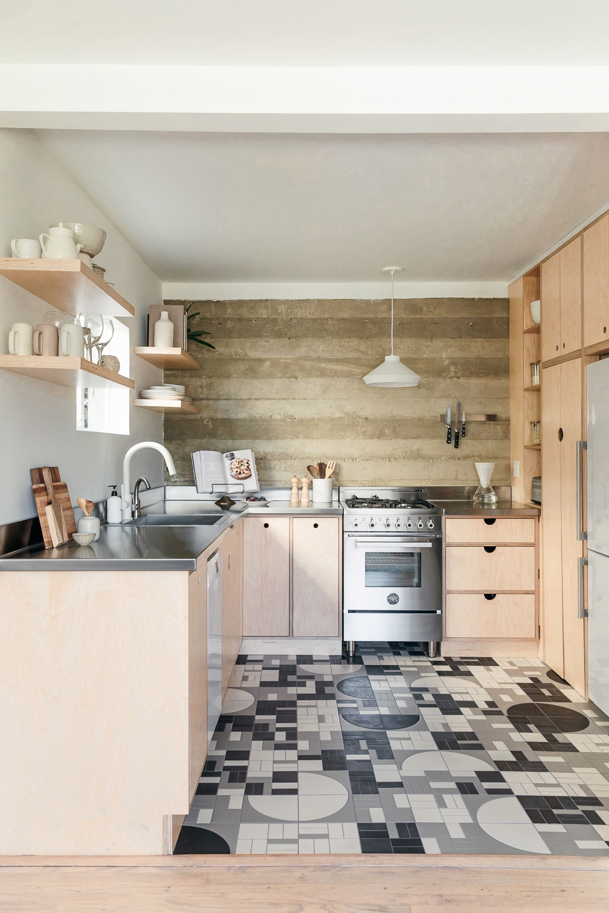 2018_Q4_image_hi_res_monica_wang_rights_influencer_anne_sage_designer_jess_taylor_kitchen_floor_handpainted_agrarian_grange_fallow_full_FC-235169.jpg?mtime=20181108114404#asset:424893