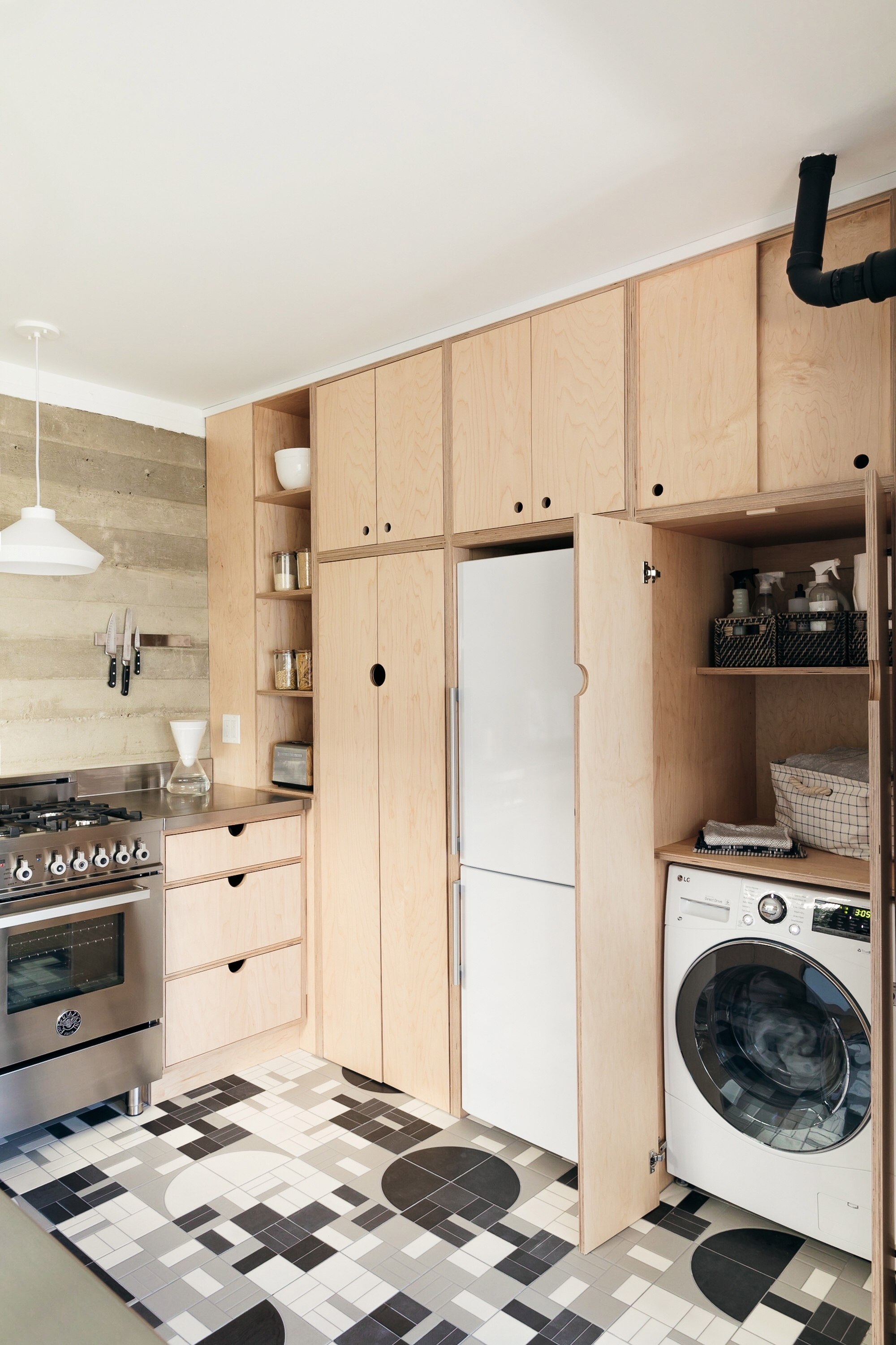 2018_Q4_image_hi_res_monica_wang_rights_influencer_anne_sage_designer_jess_taylor_kitchen_floor_handpainted_agrarian_grange_fallow_with_laundry_FC-235169.jpg?mtime=20181108114413#asset:424895
