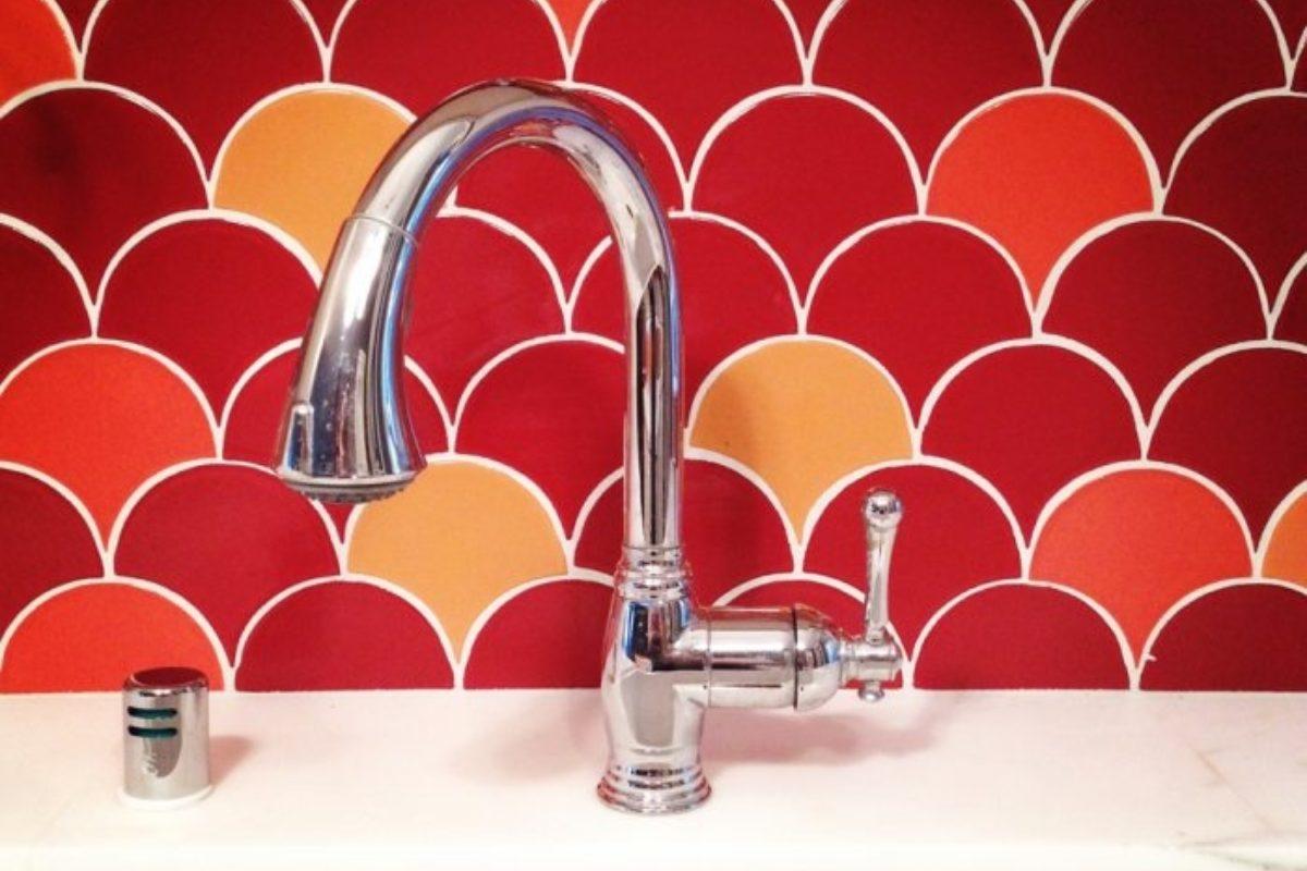 Penny Tiles Badkamer : Color spotlight: tomato red redefined fireclay tile